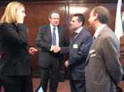 La Consejera de Sanidad de Canarias y el Presidente de la Fundación con los repr