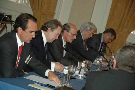 La mesa presidencial