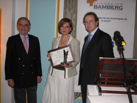 La Consejera recibe el Premio de manos de los Presidentes de la Fundación