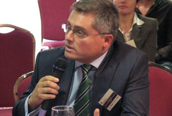 Javier Martín, de Pfizer, se dirige al Consejero