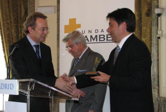 Ignacio Para entrega el Premio al Conseller