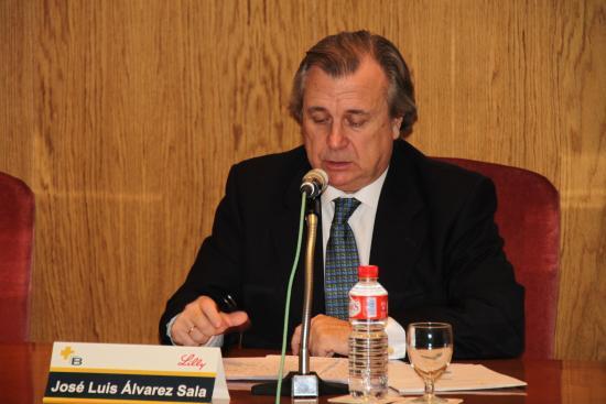 El Decano José Luis Álvarez Sala presenta al Dr. López Ibor