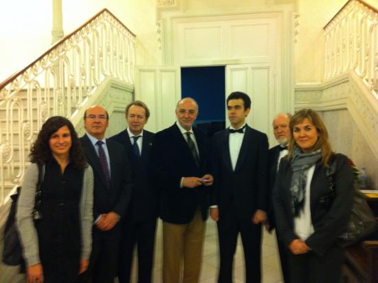 El Equipo de Dirección del Grupo Saned con el Tenor Javier Alonso