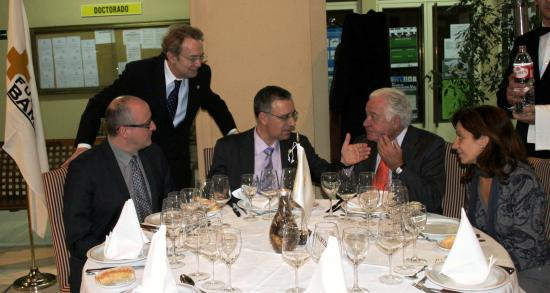 Francisco Cañizares, Ignacio Para y José Soto departen con el Dr. Lopez