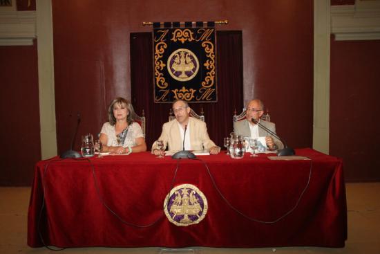El viceopresidente del Ateneo con el pres. y la vicepres. de la Sección de Farma