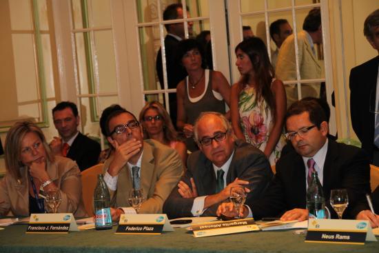 Federico Plaza, de AstraZeneca y Eric Patrouillard, presidente de Lilly