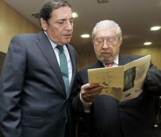 El Consejero de Sanidad Antonio Mª Sáez junto a Salvador Arriba