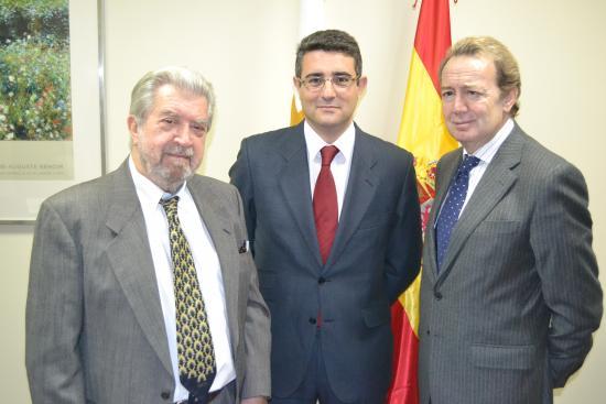 Santiago Martin entre Ignacio Para y Salvador Arribas